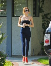 MILEY CYRUS in Tight Jeans