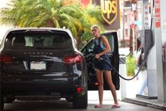 0014-miley-cyrus-at-a-gas-station-in-west-hollywood_14