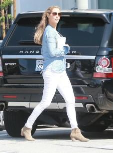 Elizabeth+Berkley+Elizabeth+Berkley+Gets+Parking+gi5xBYpJAF5x