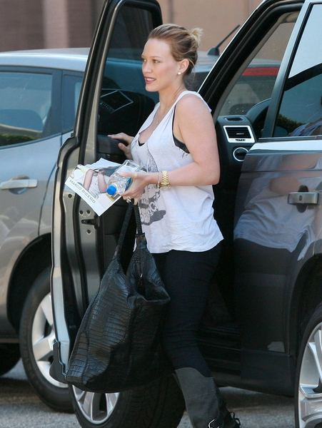 EXCLUSIVE: Hilary Duff Arriving At Hair Salon In Beverly Hills