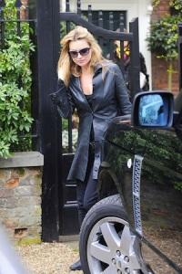 Kate-Moss-Range-Rover-Vogue2