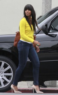 kelly-rowland-and-michelle-williams-eat-lunch-in-la-01-chris