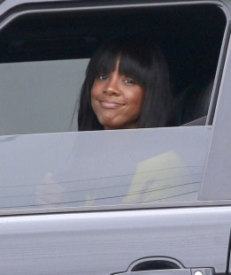 kelly-rowland-and-michelle-williams-eat-lunch-in-la-03-chris