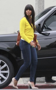 kelly-rowland-and-michelle-williams-eat-lunch-in-la-christal