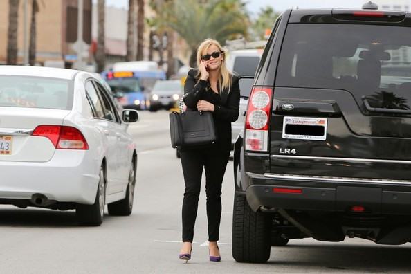 Reese-Witherspoon-Land-Rover-LR41