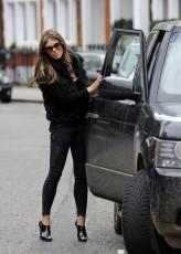 Elizabeth+Hurley+Elizabeth+Hurley+Parks+Car+vt_PAPtutBcx