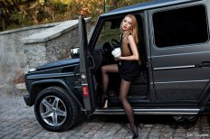 73494-mercedes_g55_amg_with_girl_4
