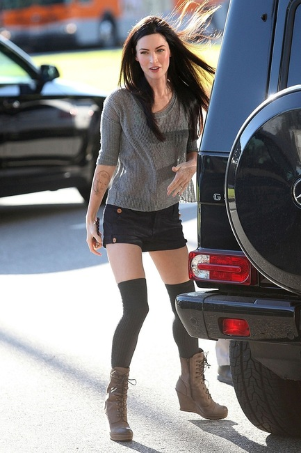 0016-megan-fox-and-mercedes-benz-g500-gallery