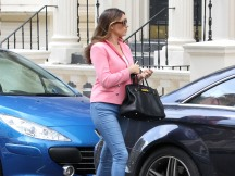 0001-Kelly-Brook-out-and-about-candids-in-London-004