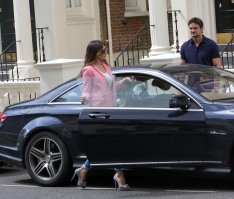 0002-Kelly-Brook-out-and-about-candids-in-London-011