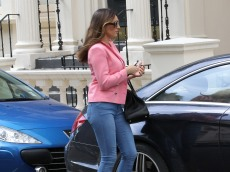 0003-Kelly-Brook-out-and-about-candids-in-London-005