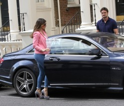 0003-Kelly-Brook-out-and-about-candids-in-London-010