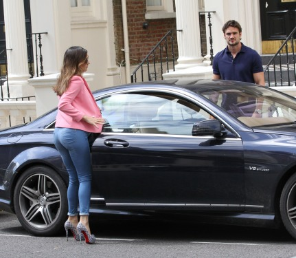 0004-Kelly-Brook-out-and-about-candids-in-London-009