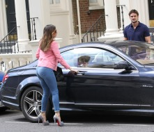 0005-Kelly-Brook-out-and-about-candids-in-London-008