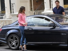 0005-Kelly-Brook-out-and-about-candids-in-London-010