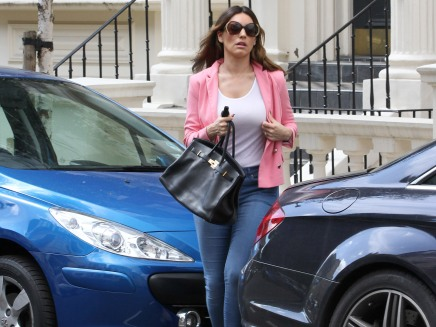 0008-Kelly-Brook-out-and-about-candids-in-London-001