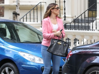 0009-Kelly-Brook-out-and-about-candids-in-London-003