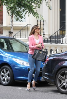 0010-Kelly-Brook-out-and-about-candids-in-London-003