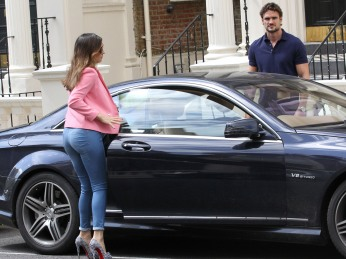 0010-Kelly-Brook-out-and-about-candids-in-London-009