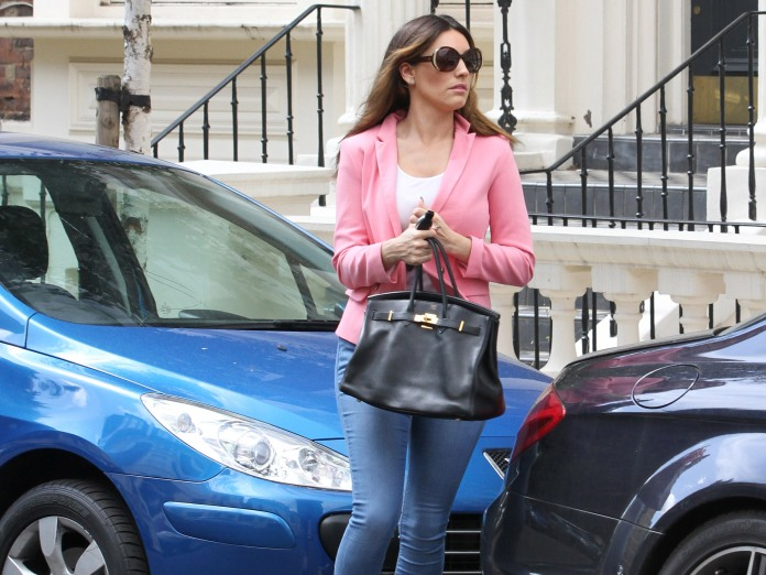 0011-Kelly-Brook-out-and-about-candids-in-London-002