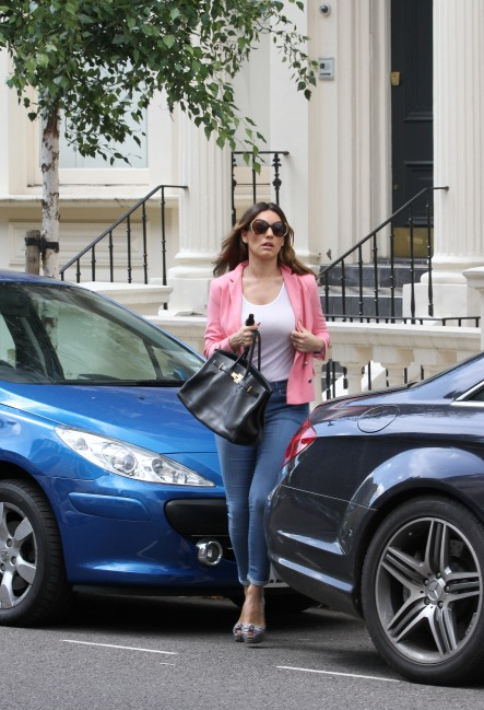 0012-Kelly-Brook-out-and-about-candids-in-London-001
