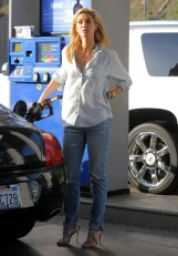Delta Goodrem gas station LA 041914_01