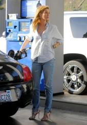 Delta Goodrem gas station LA 041914_04