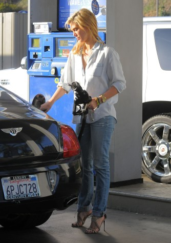 Delta Goodrem gas station LA 041914_12