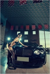 Girl%2520vs%2520Bentley%2520Continental%2520GT%2520Speed_002