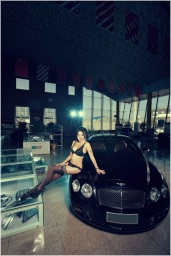 Girl%2520vs%2520Bentley%2520Continental%2520GT%2520Speed_009