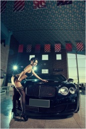 Girl%2520vs%2520Bentley%2520Continental%2520GT%2520Speed_016
