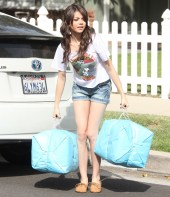 Sarah-Hyland-Wearing-Denim-Shorts-In-LA-01