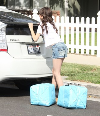Sarah-Hyland-Wearing-Denim-Shorts-In-LA-07