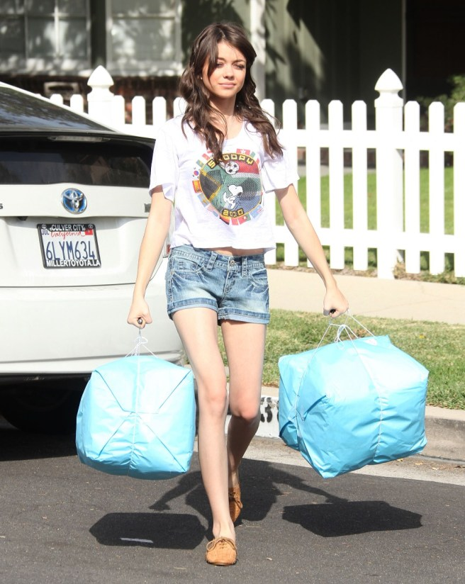 Sarah-Hyland-Wearing-Denim-Shorts-In-LA-09
