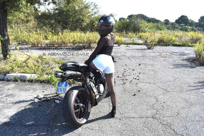 Ducati 848 & Nemi on Ridin'GirlsBlog